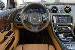 Роскошный интерьер Jaguar XJL выделяет его среди других роскошных седанов